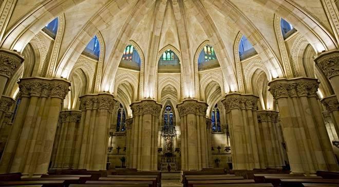 cripta_sagrada_familia_barcelona_c_000.jpg_1306973099